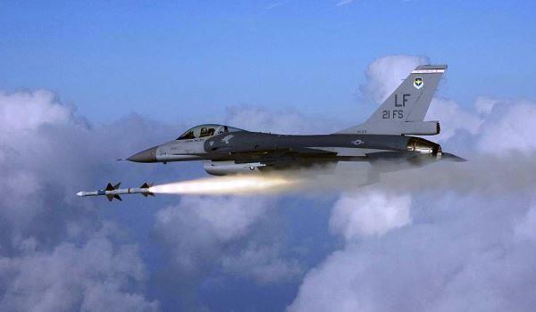 F-16 luncurkan rudal