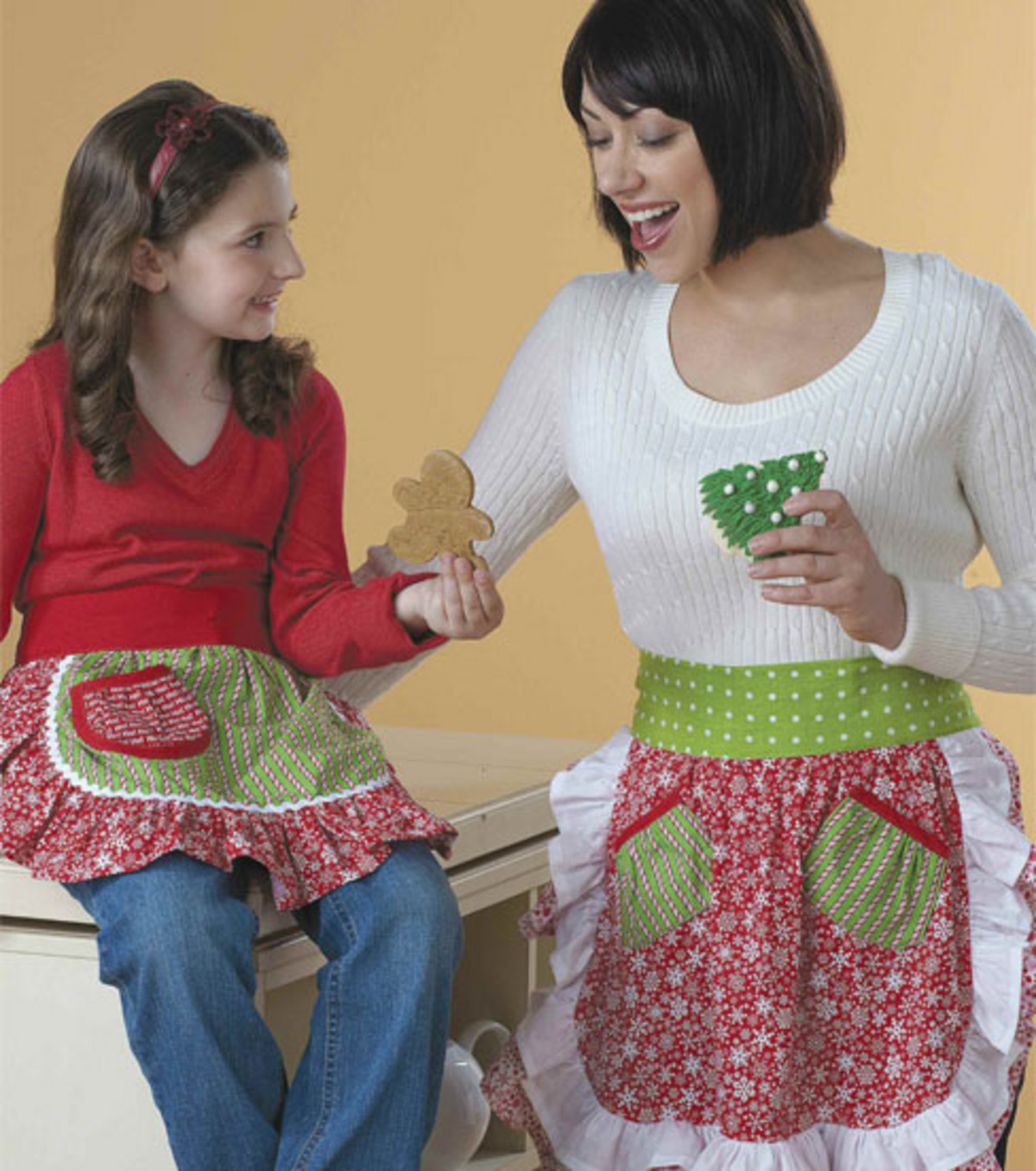 Mother & Daughter Holiday Aprons