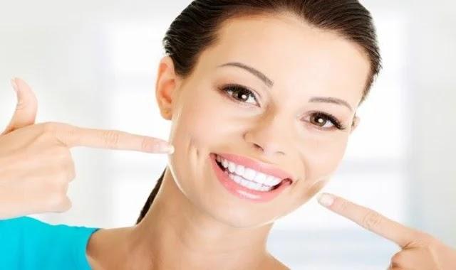 كيفية تبييض الأسنان بسرعة