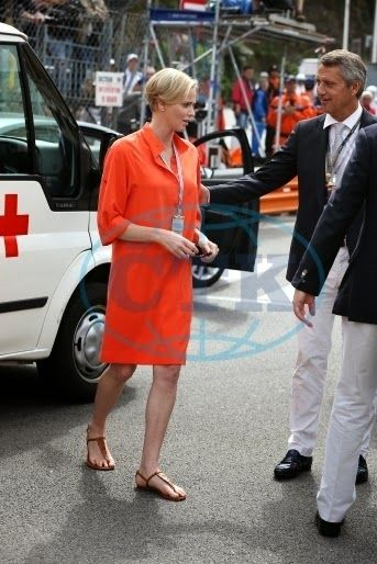Prince Albert and Princess Charlene met the volunteers from the Red Cross mobilized for the Grand Prix .
