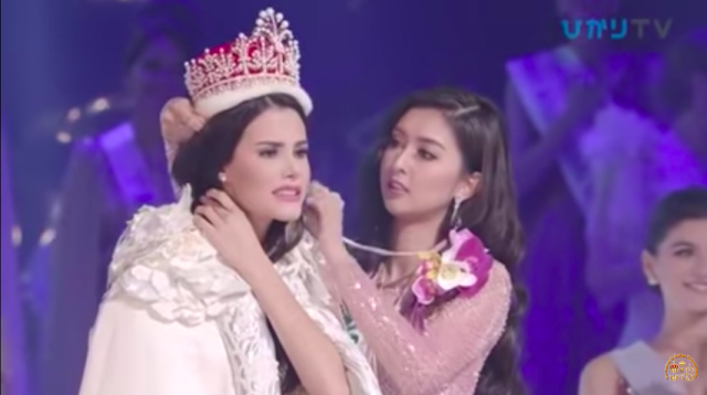 Miss International 2018 Mariem Velazco crowned by Miss International 2017 Kevin Liliana