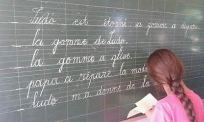 سارة لمنور تلميذة تبهر المغاربة بخطها اللاتيني الجميل.. وأستاذة التلميذة: هذا سر تميزها