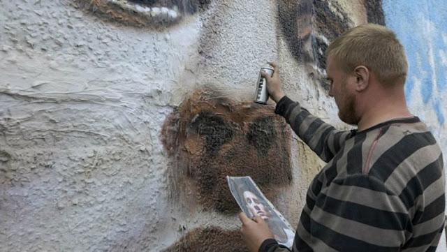 Sergey Erofeev, seniman Rusia yang membuat lukisan raksasa Lionel Messi