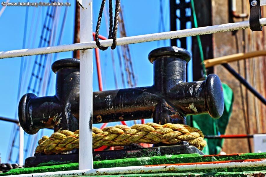 Schiffstau auf der Elbe 3 im Museumshafen