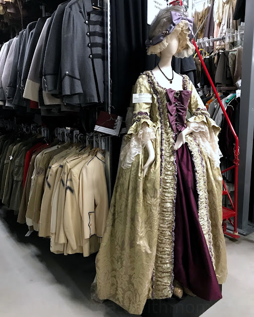 costume warehouse