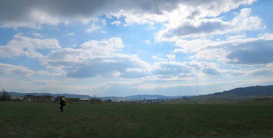 Dolina Czarnej Orawy z Przełęczy Bory. Widoczna wieś Podwilk.