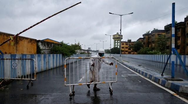 Super cyclone brings heavy rain, tidal waves to eastern India