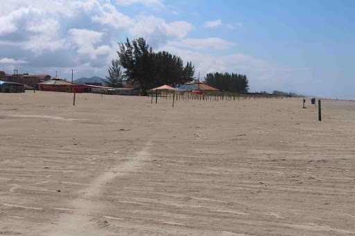 Em estado de calamidade e fechada para o turismo, Ilha Comprida faz a sua parte. Está em casa