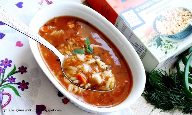 Zupa z ciecierzycą soczewicą i ryżem