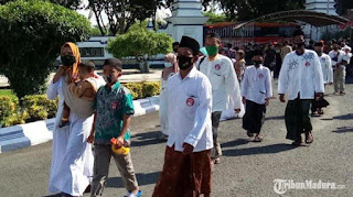 Ratusan Pengikut Syiah di Sampang Bacakan Ikrar Kembali ke Aswaja, Siap Dihukum Jika Melanggar