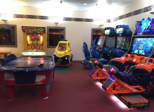 salle d'arcade hôtel Santa Fe Disneyland Paris