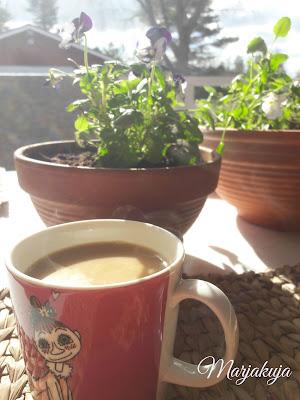 kahvit terassilla