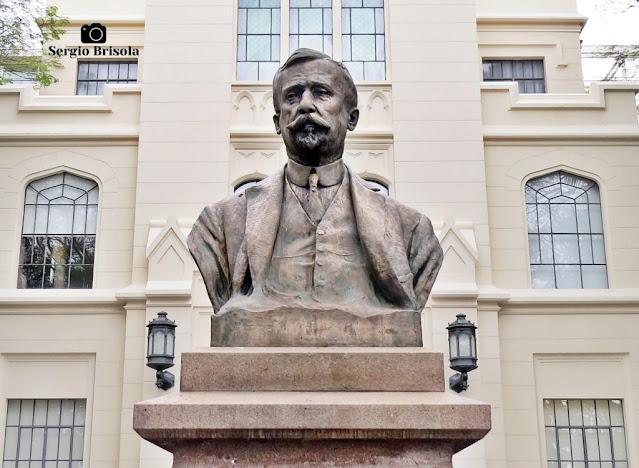 Close-up do Monumento ao Dr. Arnaldo Vieira de Carvalho - Cerqueira César - São Paulo