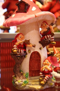 Santa Claus the Magic Mushroom Norway-bergen-xmasdolls