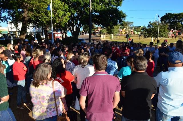 Ato solidário em frente ao Paço Municipal de Roncador
