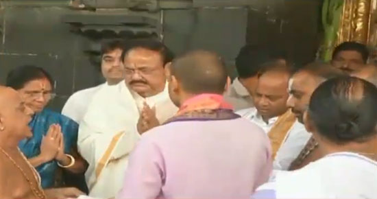 VP Naidu offers prayers at Lord Balaji temple in Tirumala