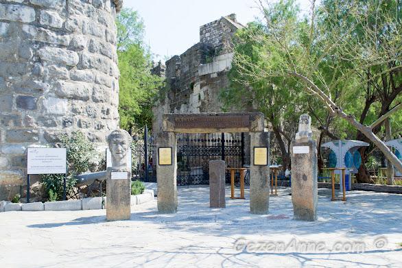 Bodrum Sualtı Arkeoloji Müzesi girişi, Bodrum kalesi