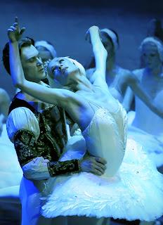 Irina Kolesnikova stars in Swan Lake at the Edinburgh Playhouse