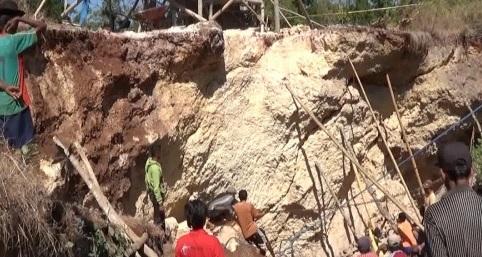 Dua Penambang Jatuh 5 Meter, Takdir Tewas Malah Tertimpa Batu
