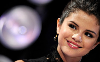 Selena Gomez smiling images
