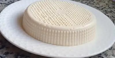 الجبن مغذي بشكل لا يصدق ولذا شريحة واحدة تحتوي على كمية مماثلة من العناصر الغذائية مثل كوب من الحليب وهو مصدر رائع للفيتامينات والمعادن والبروتينات عالية الجودة والدهون الصحية