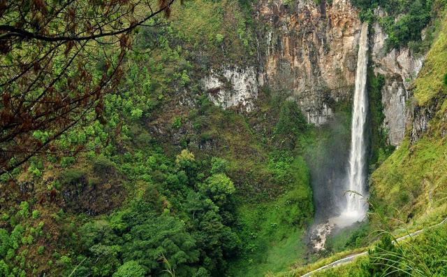 Air Terjun Sipiso-piso Kabupaten Karo, Sumatera Utara (flickr.com)