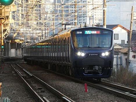 【ダイヤ改正で新設!】各駅停車 相鉄線直通を表示する12000系