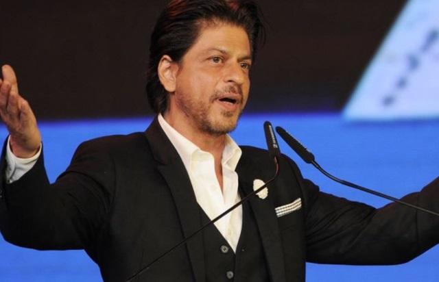 Sharukha से फैंस ट्वीटर पर पूछ रहे कब आएगी आपकी फिल्म, तो SRK ने यह दिया जवाब