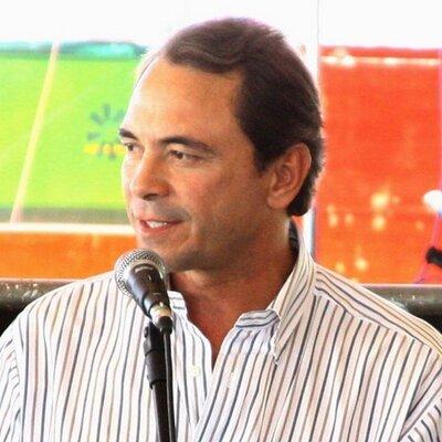 'Chega de marketing, calote e brincadeira', diz prefeito a Leite