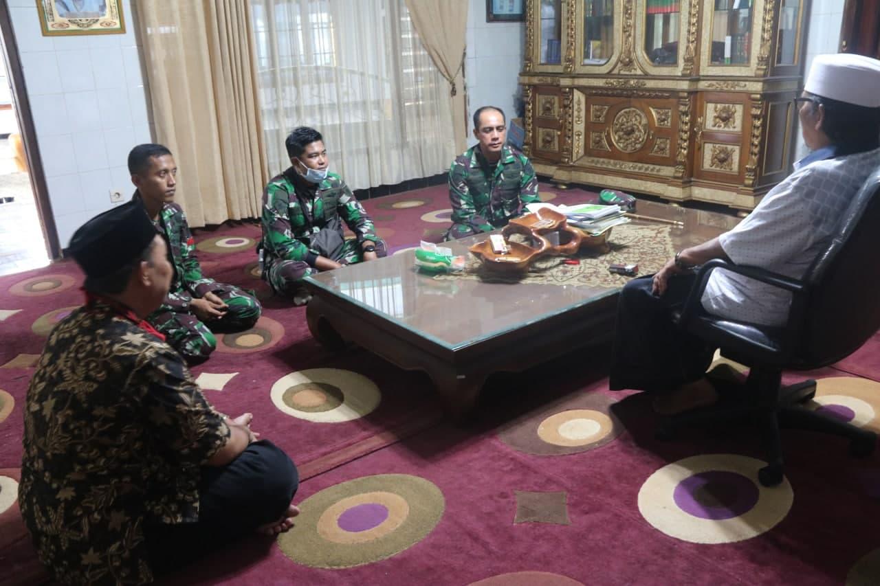 Danyonif Raider 509 Kostrad Berikan Bantuan Untuk Ponpes Al-Qodiri di Jember