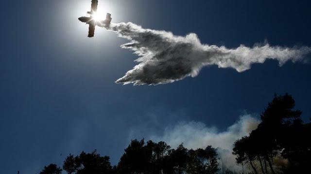 Μεγάλη φωτιά στο Δήμο Σαρωνικού στην Αττική -  Εκκενώνονται οικισμοί (βίντεο)