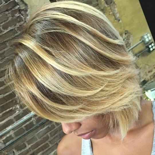 Flequillo no es una asociación común con balayage corto peinados. Parece que todo el mundo va para la mirada de parte de parte de mayor profundidad.