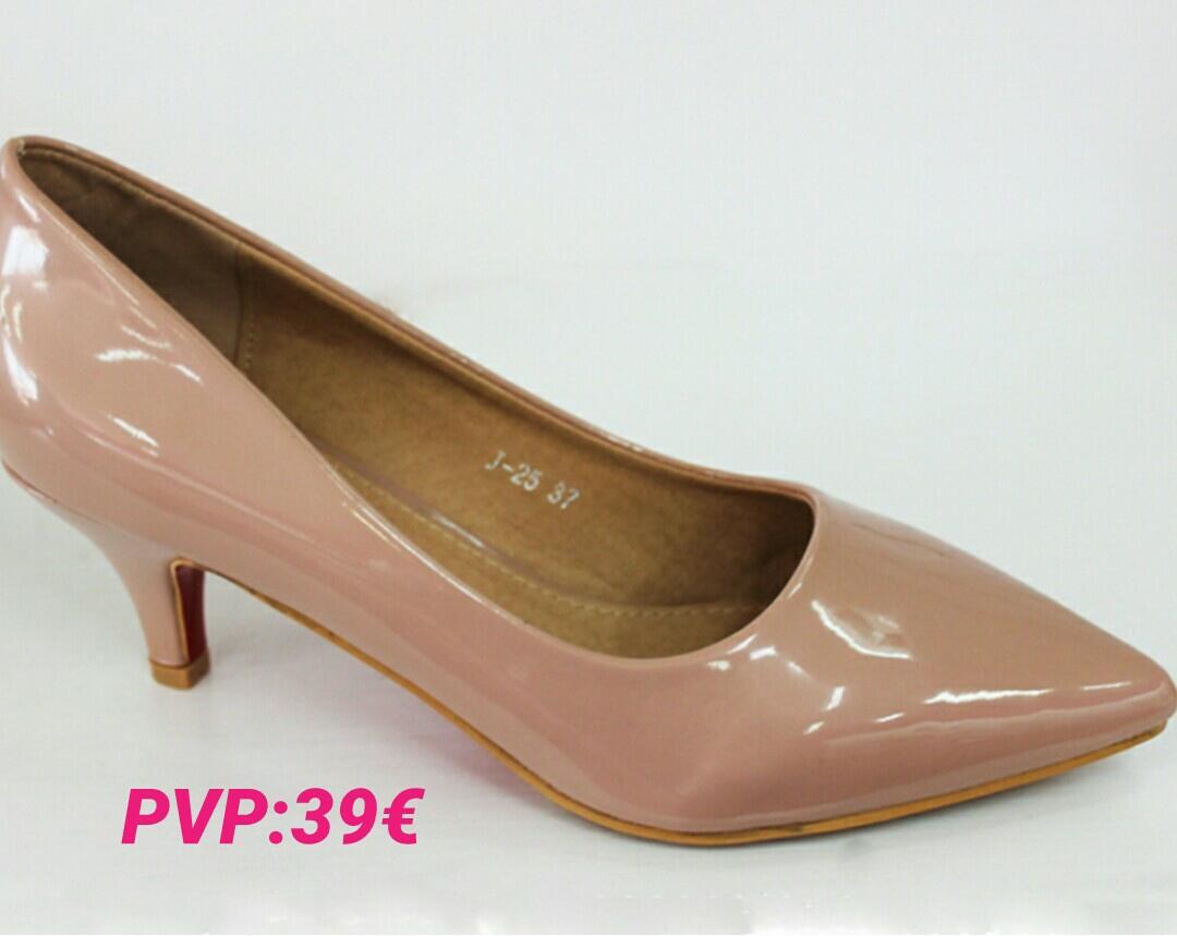 Zapatos imprescindibles en el armario de una mujer - Armarios para zapatos ...