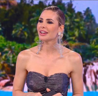 Ilary Blasi conduttrice tv finale Isola Dei Famosi 7 giugno
