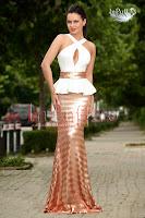 Rochie stil sirena cu paiete aurii
