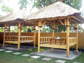 gazebo dari bambu sederhana