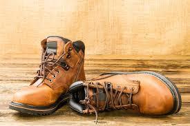 Sepasang Sepatu yang Ingin Berpisah