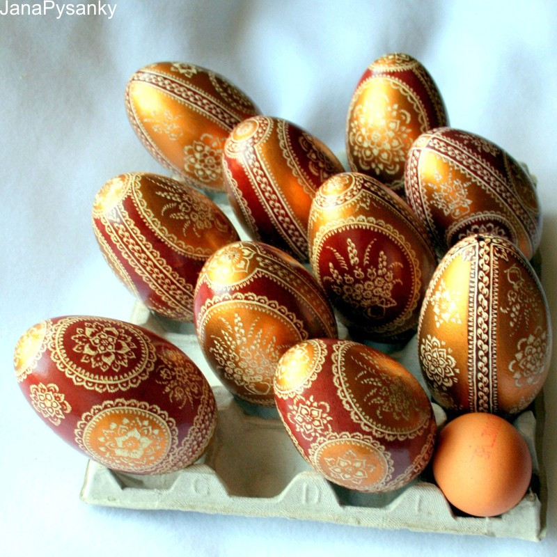 Ovos de Páscoa decorados e pintados