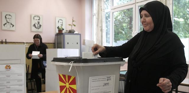 Εκλογές στα Σκόπια: Νέα δημοσκόπηση δείχνει μπροστά τον Ζάεφ