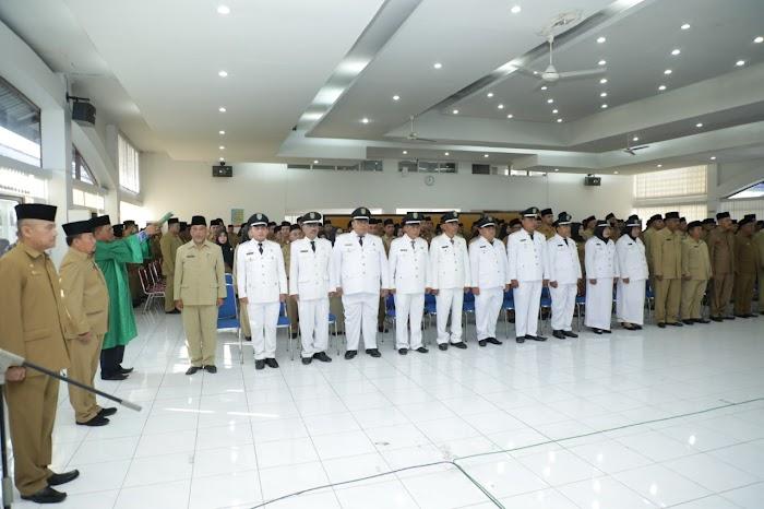 Bupati Asahan H Surya BSc Lantik pejabat Sebanyak 220 orang di aula melati kantor Bupati Asahan