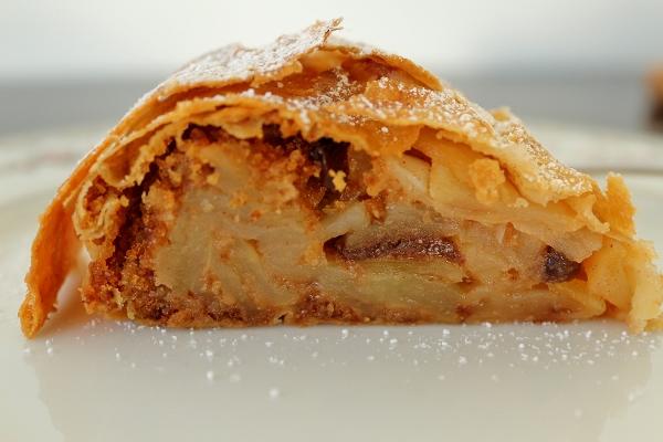 German Apple Rum Cake