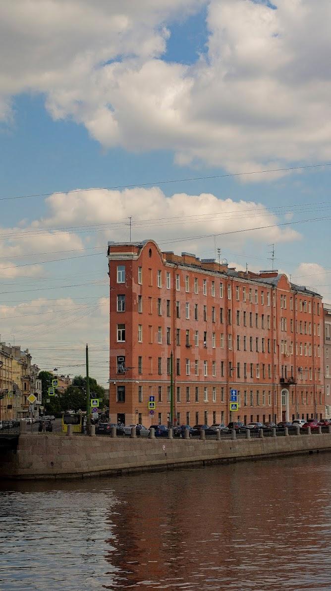 Питер СПб Сантк-Петербург плоский дом старый красный центр каналы атмосфера