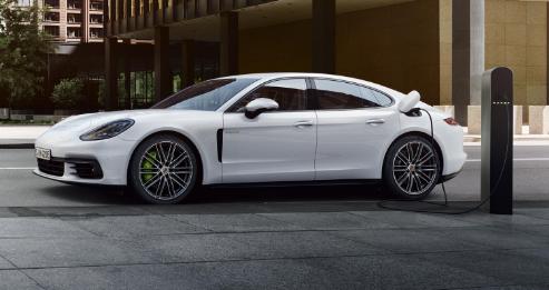 2018 Porsche Panamera 4 E-Hybrid Exterior