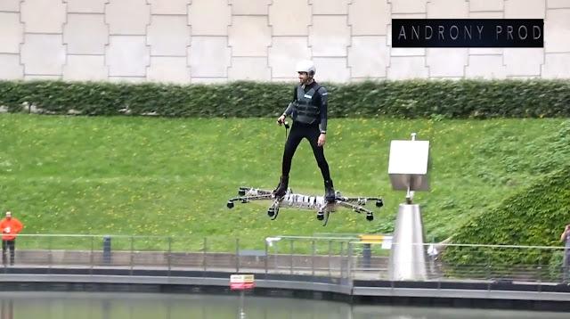 Demonstrasi Drone Hoverboard di Paris Alami Crash