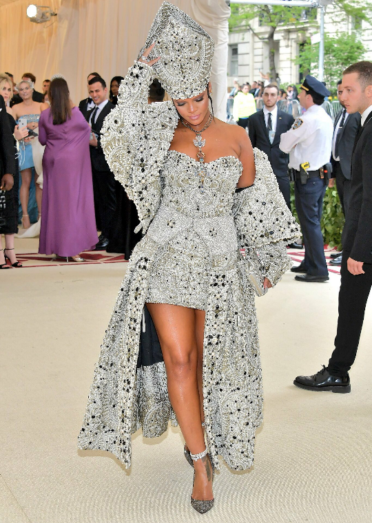 Rihanna rules the Met Gala (photos)