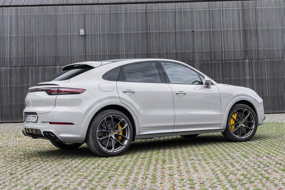 Màu trắng, Porsche Cayenne Coupe 2020 Về Việt Nam Hôm Qua Giá 5 Tỷ, co mấy phiên bản của xe Porsche, Porsche Cayenne, Porsche Cayenne Coupe, Porsche cayenne coupe turbo khác gì bản tiêu chuẩn và bản s,