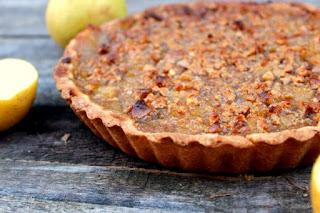 Tarta de manzana y turrón en pasta flora