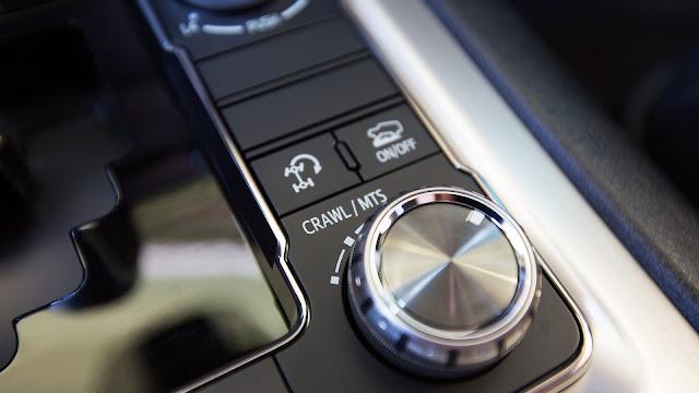 """toyota land cruiser nhap my 22 - Đánh giá Toyota Land Cruiser V8 5.7 lít nhập Mỹ : Chỉ một chữ """"TUYỆT"""" - Muaxegiatot.vn"""