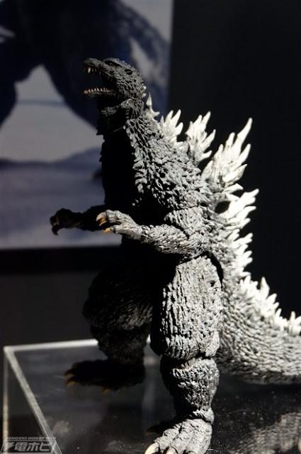 S.H.MonsterArts Godzilla (2002)