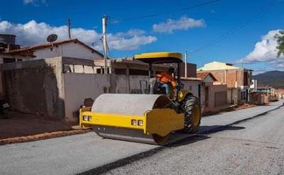 Seabra/BA Prefeitura realiza obras de pavimentação asfáltica na Rua J.J. Seabra